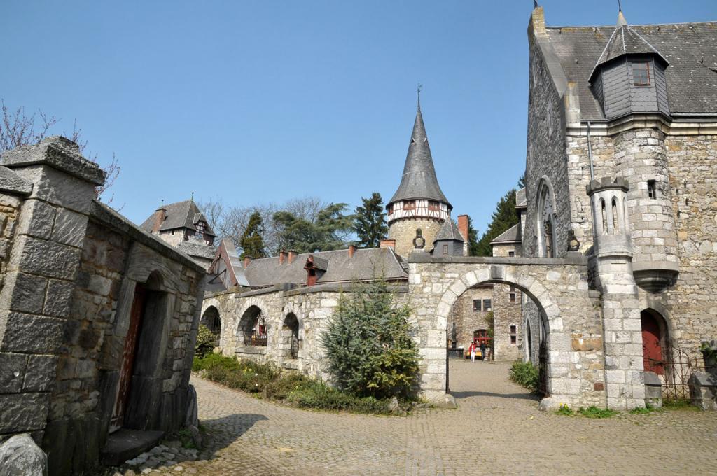 eyneburg castle die filmmotivdatenbank f r das saarland luxemburg ost belgien lothringen. Black Bedroom Furniture Sets. Home Design Ideas