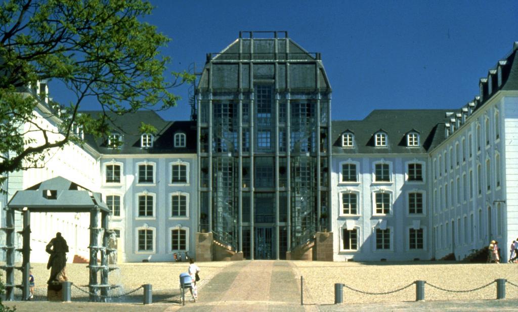 saarbr cken castle saarbr cker schloss die filmmotivdatenbank f r das saarland luxemburg. Black Bedroom Furniture Sets. Home Design Ideas